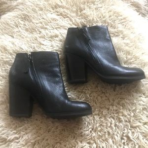 🐳Kenneth Cole Reaction Booties